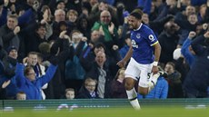 Ashley Williams z Evertonu se raduje z vítězné trefy v zápase s Arsenalem.