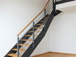 Dřevěné madlo na schodiště