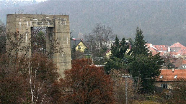 Základy takzvané Hitlerovy dálnice v podobě mostního pilíře lze vidět vedle brněnské přehrady v části Bystrc. Vzhledem ke stavu přípravy však autostráda začne nejspíše vznikat od severní části budoucí D43.