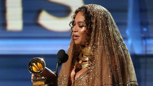 Beyoncé s cenou za nejlepší urban album (Grammy Awards, Los Angeles, 12. února 2017)