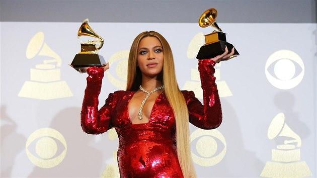 Těhotná Beyoncé na udílení cen Grammy (Los Angeles, 12. února 2017)