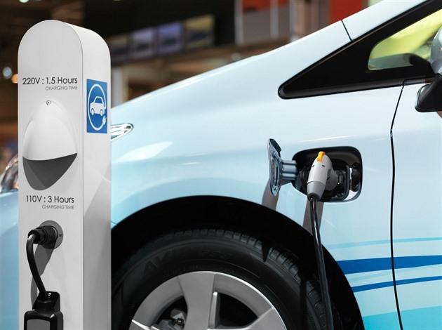 Nabíjení elektromobilu (ilustrační foto).