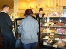 Jedna z cukráren je v Ostravě-Vítkovicích a o zákazníky nemá nouzi.