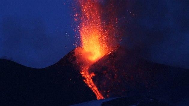 Výsledek obrázku pro etna erupce 2017