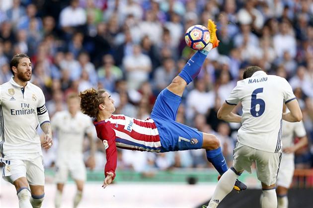 Real Amarrado no derby de Madrid com o Atletic, o Barcelona estava em Málaga