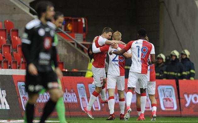 955b6d9575 Slavia – Hradec 4: 0, a equipe da casa tem alguns copos e eles