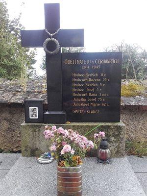 Náhrobek rodiny Hrubcových z Cerhonic.