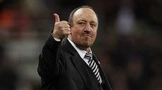 Rafael Benítez se raduje z postupu Newcastlu do Premier League.