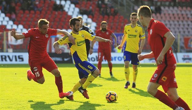 (No) gol, (no) penalización. Los jugadores de fútbol Zlin intensificaron al árbitro