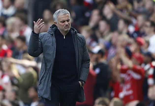 Después de doce duelos, Mourinho perdió contra Wenger. Incluso para la Liga Europea
