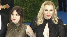 Courtney Love dorazila na Met Gala dcerou Frances Bean