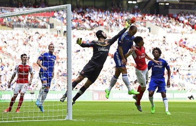 El récord de Wenger, o el doble para el Chelsea. Inglaterra está esperando la final de la copa
