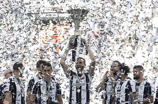 Juventus por sexto campeonato italiano consecutivo, decidió ganar Crotone