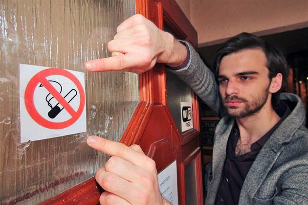 soukromé escort průvodce kouření