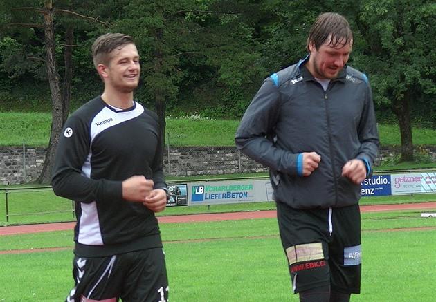 Les joueurs de handball de Pilsen dans les Alpes autrichiennes souffrent de la pluie persistante
