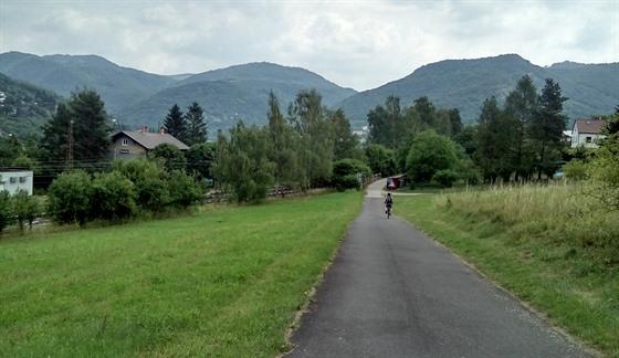 Labská cyklostezka není jen nudná rovinka. Nedaleko za Litoměřicemi se občas...