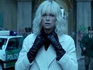 Charlize Theronová ve filmu Atomic Blonde: Bez lítosti