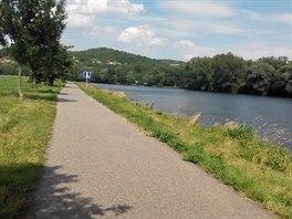 Zánovní asfaltová cyklostezka vás zavede z Malých Žernosek do Lovosic, kde lze...