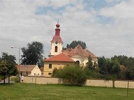 Kostel sv. Vojtěcha v Počaplech je dílem Kiliána Ignáce Dientzenhofera.