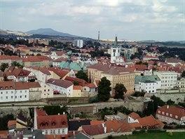 Pohled z věže kostela sv. Štěpána. Věděli jste, že na střeše městského úřadu na...