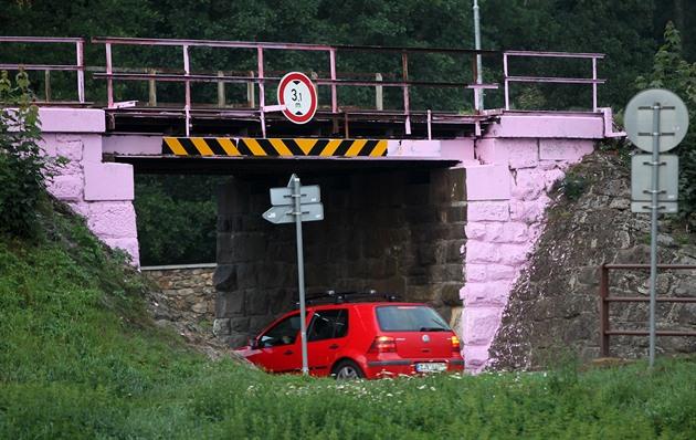 Výsledek obrázku pro růžový most luka nad jihlavou