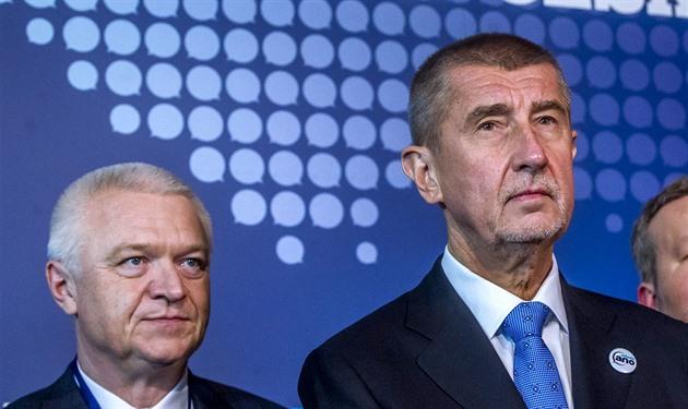 Jaroslav Faltýnek a Andrej Babiš na pražském sněmu hnutí ANO v únoru 2017.