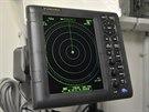Radar sleduje úzkou výseč oblohy kolem zeleného paprsku, aby v případě nutnosti...