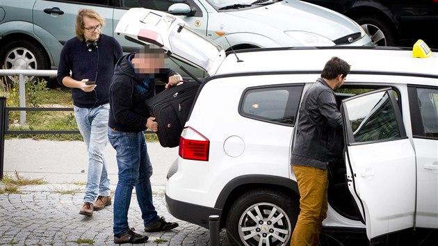 Test Uber Liftago Nebo Taxi Vyzkouseli Jsme Ktere Auto Si