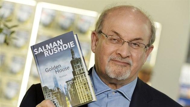 Spisovatel Salman Rushdie na knižním veletrhu ve Frankfurtu (12. října 2017)