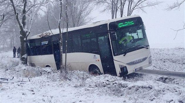 Výsledek obrázku pro nehoda autobusu