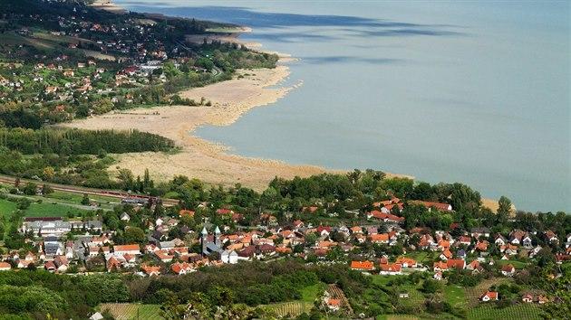 Balaton měří na délku 78 kilometrů. Největší středoevropské jezero je oblíbenım cílem turistů.