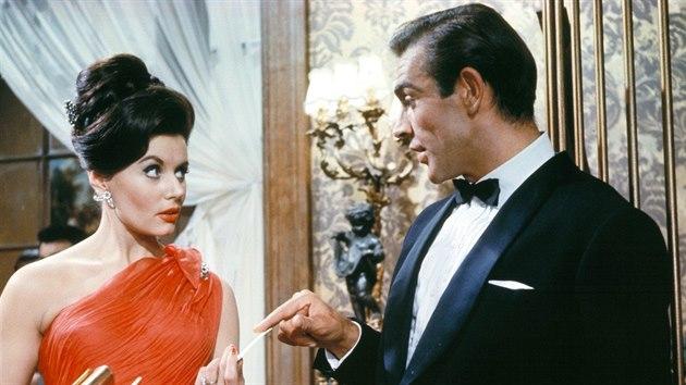 Eunice Gaysonová a Sean Connery v bondovce Dr. No