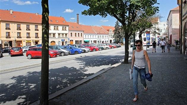 Zatím není jasné, jakı povrch bude mít silnice, po níž jezdí skrz centrum Třebíče auta a městská doprava.