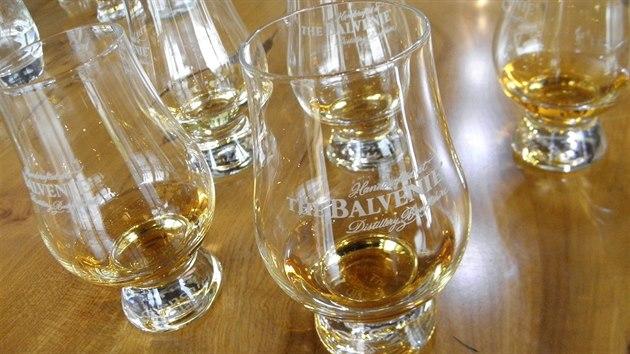 Takovéto skleničky whisce sluší, neuniká u nich vůně.