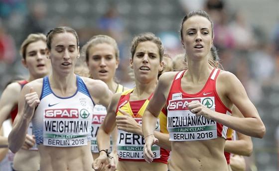 V čele. Česká běžkyně Diana Mezuliáníková vede v rozběhu na 1500 metrů. Do...