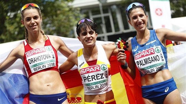 MEDAILISTKY.  Postupně zleva stříbrná Češka Anežka Drahotová, zlatá Španělka Mária Pérezová a bronzová Italka Antonella Palmisanová.
