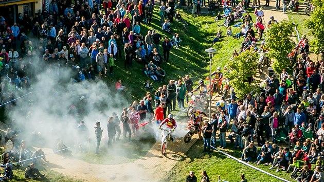 Motokrosové závody do strmého vrchu v Chınově