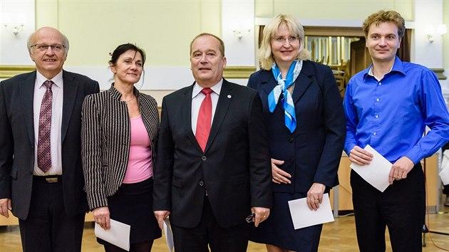 Zleva Jiří Bláha (ODS), Věra Pourová (ANO), primátor Alexandr Hrabálek (ODS), Monika Štayrová (ANO) a Martin Hanousek (Změna pro Hradec a Zelení). (30. 10. 2018).
