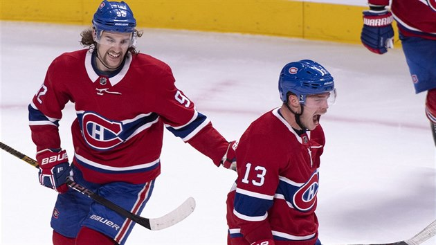 Hokejista Max Domi z Montreal Canadiens vstřelil gól do sítě Washington Capitals.