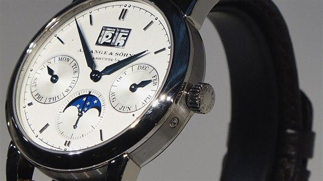 3b2add887d1 VIDEO  Na pražském veletrhu Umění času vystavují hodinky za 150 milionů  korun