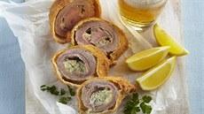 Telecí řízek plněný šunkou a modrým sýrem (Cordon Bleu)