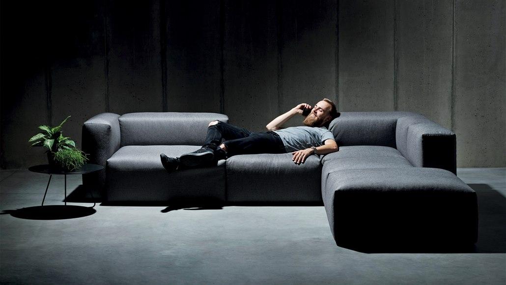 Módní výstřelky a módní barvy neberte vážně, radí designér nábytku