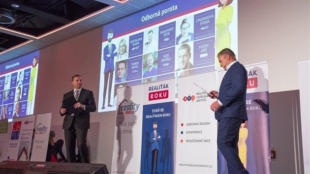 Vyhlášení soutěže Realiťák roku moderovali Petr Makovský, výkonný ředitel Reality.iDNES.cz a Mirostav Jonáš z Realitního vzdělávacího institutu.