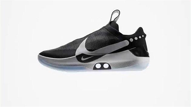 Samošněrovací boty Nike jsou v nové generaci levnější a