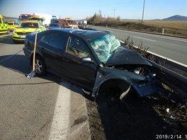 Při nehodě na dálnici D5 u Rokycan se vážně zranil řidič osobního vozidla,...