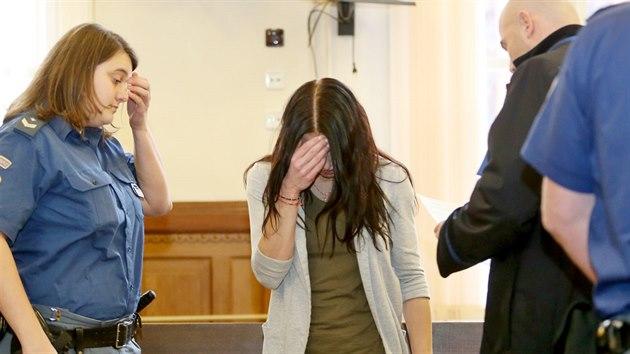 Josef Kopriva je obviněnı, že se pokusil zabít Františka Divokého tím, že jej strčil ze skály. Čin si podle obžaloby objednala jeho milenka a manželka oběti Eva Grycová (na snímku).