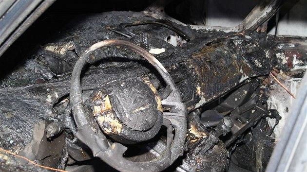 Oheň zničil v autobazaru na Rozkoši v listopadu roku 2017 osm aut.