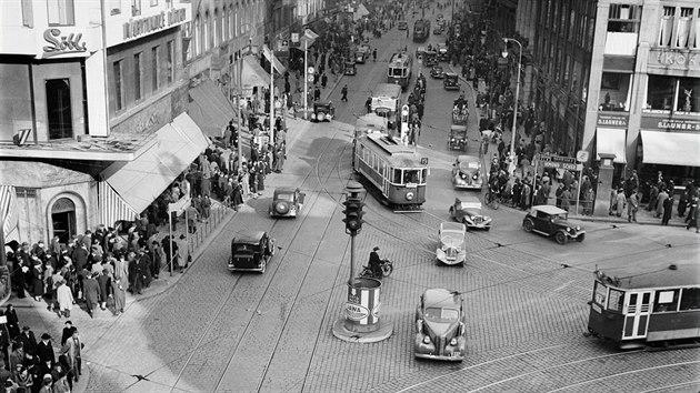 Levostrannı provoz na křižovatce Václavského náměstí a ulice Na příkopě v Praze...