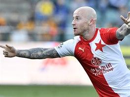 Slávistickı záložník Miroslav Stoch se raduje ze svého gólu.