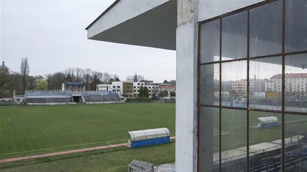 Už je to zhruba 13 let, co se na Letním stadionu naposledy hrála druhá fotbalová liga. Od té doby zařízení víceméně jen chátrá. Sportují na něm fotbalistky a také hráči amerického fotbalu.